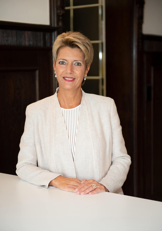 Was haben Bundesrätin Karin Keller Sutter mit foto-shots.ch zu tun?